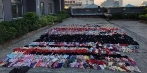 Ribuan pakaian dalam perempuan yang dicuri Tang digelar di sebuah lapangan untuk dihitung.