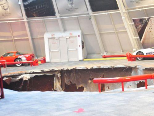 Tanah runtuh amblas meninggalkan jejak lubang dalam di areal Museum