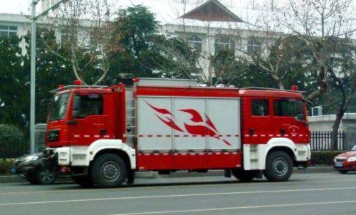 Dinas Pemadam Kebakaran kota Nanjing sekarang mengoperasikan mobil pemadam kebakaran dobel kabin depan dan belakang.
