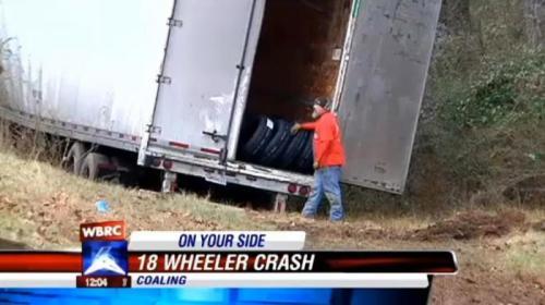 Karena gigi palsunya copot, maka sopir truk kehilangan kendali sehingga laju truk melenceng.