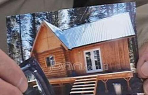 Foto kabin kayu yang dicuri orang yang berlokasi di Portland.