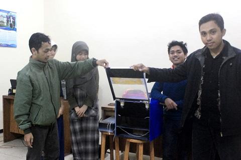 Tujuh mahasiswa Universitas Brawijaya (UB) Malang, Jawa Timur, berhasil membuat mesin penetas penyu yang mempunyai keakuratan hingga 95%.