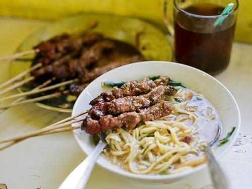 Mie Ongklok sebagai sajian khas Wonosobo memang digemari pemburu kuliner jika datang ke Wonosobo.