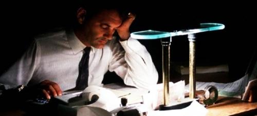 Para peneliti mengatakan, jam kerja yang panjang bisa membebankan ribuan karyawan untuk terkena risiko serangan jantung dan stroke.