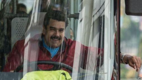 Mr Maduro , mantan sopir bus , suka berada di belakang kemudi dirinya dan bangga awal yang sederhana