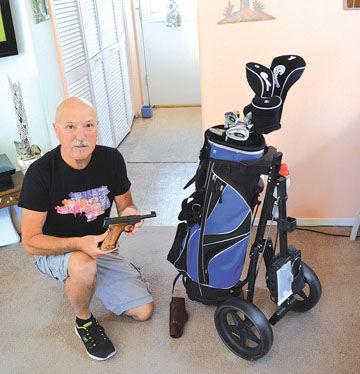 Pria ini dapat pistol saat membeli tas golf.