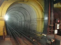 Terowongan Marmaray merupakan terowongan tabung terbenam terdalam di dunia, dengan kedalaman maksimum 180 meter.