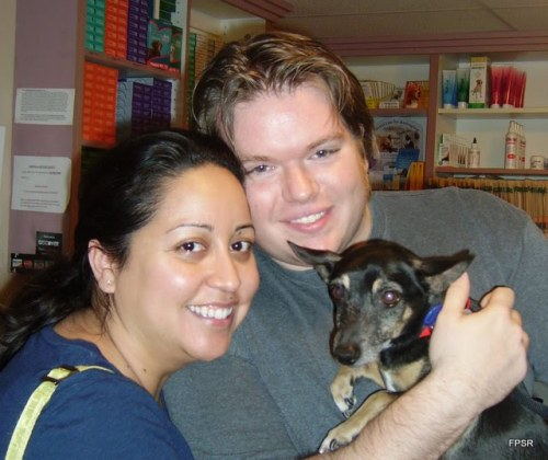 Timmy si anjing mungil setelah berhasil diselamatkan,diserahkan kepada pemiliknya.