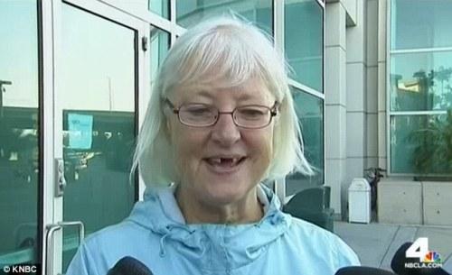 Masih tersenyum : Marilyn Hartman , 62 , mengaku dia tidak akan pernah mencoba untuk melompat pesawat lagi tanpa tiket - meskipun setidaknya setengah lusin penangkapan untuk itu tahun ini saja