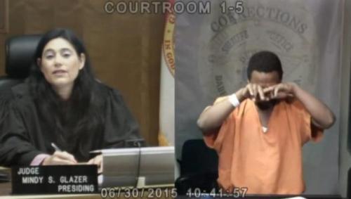 Hakim Mindy bertemu dengan sahabat masa kecilnya saat tengah menyidangkan kasus kriminal