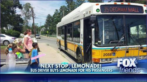 John Lohan menghentikan bus nya untuk membeli enam mangkuk lemonade yang lantas dibagikan ke enam penumpang bus nya.