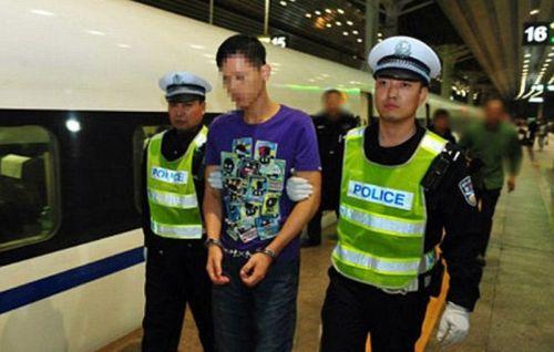 Akibat aksinya ngebut mengendarai sepeda motor, Pang ditangkpa polisi.