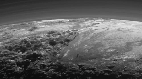 Tampilan permukaan Pluto yang terlihat seperti gletser di Antartika (sumber : mirror.co.uk)