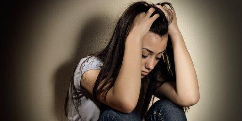 Depresi secara langsung berdampak pada otak manusia. Jika Anda pernah mengalami depresi, tentunya Anda mengetahui bahwa depresi sama seperti menahan beban berat di dada dan otak. Fungsi otak Anda menjadi tak maksimal dan bisa membuat seseorang tak fokus pada pekerjaan. Ilustrasi depresi. ©2013 Merdeka.com/Shutterstock/MitarArt