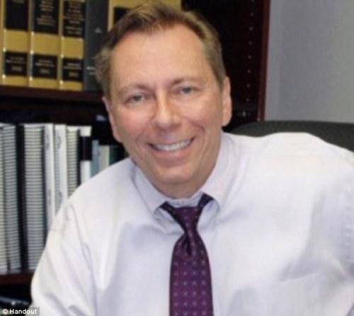 Didakwa dengan DUI : Tom Hudson , 59 , adalah penulis Panduan The peminum Ke Mengemudi : The Secrets Of DUI Dari Satu Of America Top DUI Pengacara , dan telah mengajukan sejumlah kasus mengeluh breathlyzers tidak akurat.