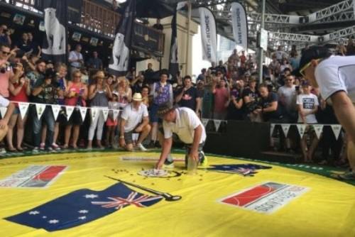 Lomba balap kecoa tahunan ke-35 memperingati Australia Day berlangsung di Hotel Story Bridge.