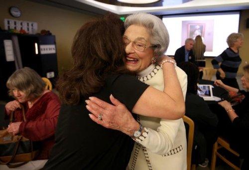 Elena Griffing merayakan 70 tahun pada pekerjaan @AltaBatesSummit #Berkeley !