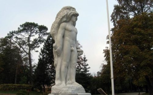 Nude Hercules patung mendapat penis dilepas untuk acara khusus