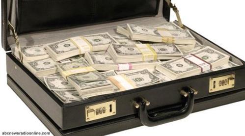 Ilustrasi, uang kertas dollar AS dalam tas ditemukan wanita yang tak diketahui jati dirinya di Bandara