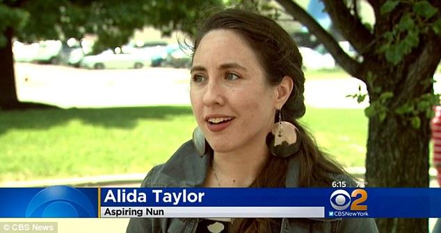 Alida Taylor diberitahu bahwa ia harus membayar utang mahasiswa sebelum dia bisa bergabung Suster Hidup.