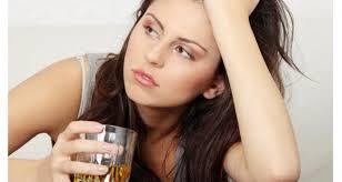 Mengkonsumsi minuman alkohol dalam jumlah berlebihan, sejatinya mampu meningkatkan resiko seseorang mengidap beragam jenis penyakit kanker. Jenis kanker yang dapat ditimbulkan dari kebiasaan buruk ini adalah kanker usus dan kanker payudara.
