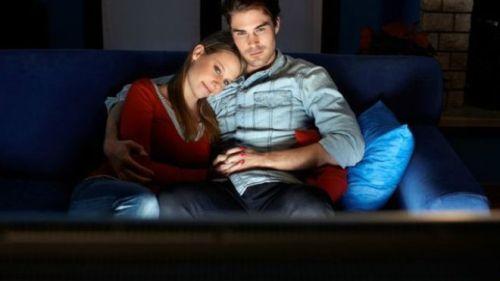 Menonton film drama, teater atau novel bisa sangat baik untuk kesehatan.