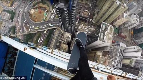 Aksi Cheung Jai, pemain skateboard ini lakukan aksi ekstrem di Hong Kong