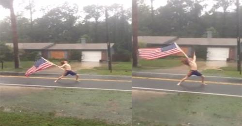 Potongan gambar aksi Pittman di tengah badai Matthew (Foto: Facebook)