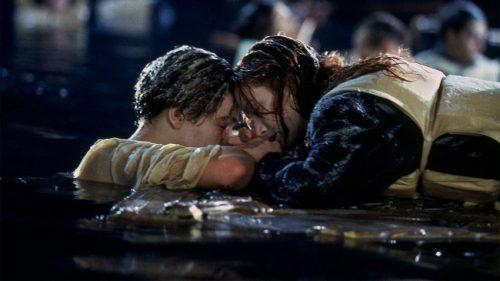 Menonton tragedi seperti Titanic dalam kelompok dapat meningkatkan ikatan sosial di antara penonton, sebuah studi baru menunjukkan.