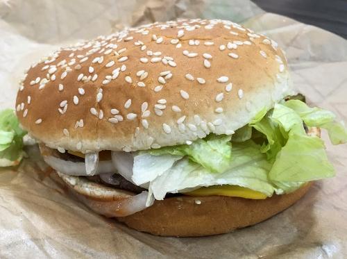 Burger enak bagi yang sudah biasa makan. Akan tetapi jadi tidak enak dimakan, jika kertas pembungkus burger ini ditulisi kata-kata tak senonoh. Akibatnya, Nancy dan Martyce Murphy marah kepada toko burger.
