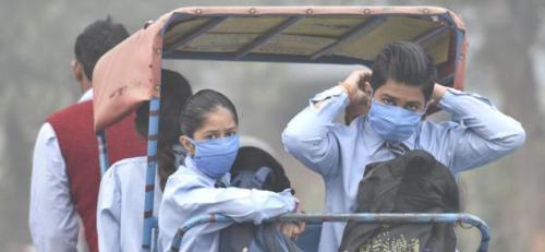 Mengingat tingginya mobilitas masyarakat India, maka penjualan masker pun meningkat tajam dalam beberapa hari terakhir agar masyarakat bisa tetap keluar rumah. Read more: http://doktersehat.com/udara-di-india-semakin-parah-warga-pun-berburu-masker-hingga-habis/#ixzz4Qb126DjK