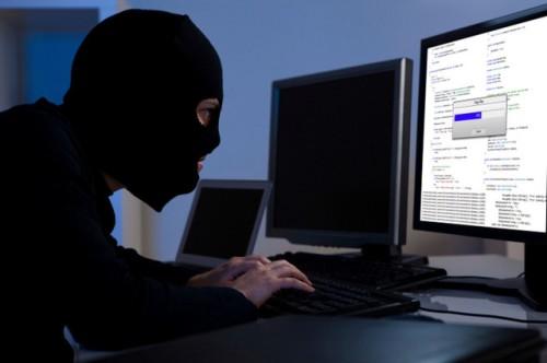 Seorang bocah lelaki ini belajar hack saat berusia 14 tahun. Ia mempelajari cara penggunaan html. Mungkin cara hack web dengan memanfaatkan XSS sudah banyak dibicarakan tetapi masih banyak para web master yang meremehkan hal ini karena dianggap XSS tidak membahayakan..!!! Untuk dapat melakukan aktifitas hacking seperti ini tidak perlu mempunyai keahlian atau keterampilan khusus tetapi hanya mengerti dasar dari HTML saja sudah cukup..