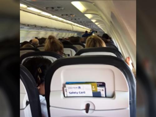 Ambil dari tembakan video dalam penerbangan United Airlines di mana pertarungan selama pemilu AS pecah.