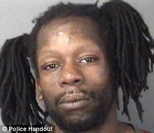Anthony Hunter, 39, ditangkap setelah ia diduga memecahkan kasir di dalam sebuah pompa bensin sebelum menggigit seorang perwira polisi