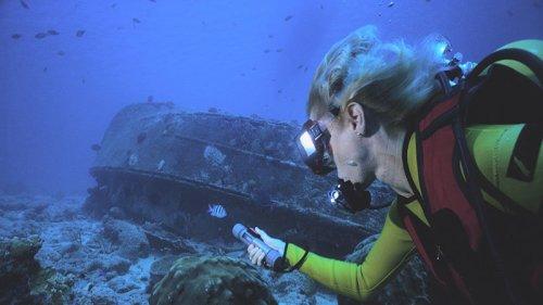Pertama kali ia mencoba scuba diving, Vinisha Ranna merasakan sensasi meremas di giginya.