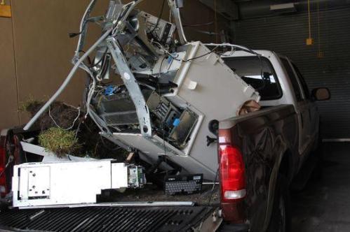 2 pencuri asal Clewiston, Florida, AS dikabarkan telah melakukan tindakan amat berani.