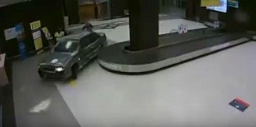Seorang pria Rusia 40 tahun mengatakan ia merencanakan rute-hati untuk menyambut seorang wanita yang tiba dengan kereta api. Sayangnya, bahwa rute membawanya melalui bandara.