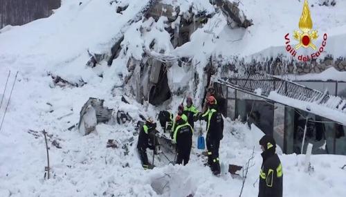 Longsoran salju menimbun Hotel Rigopiano, Italia dan menewaskan 24 orang. (reuters)