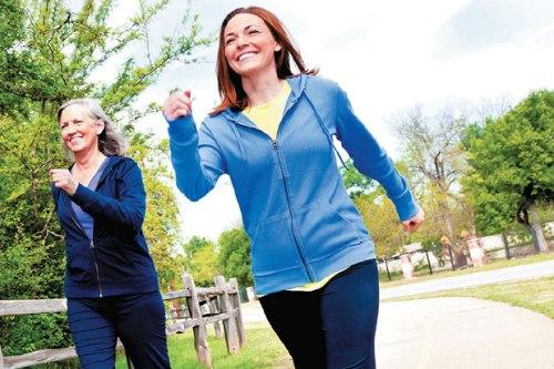 Aktivitas fisik memainkan peranan penting dalam kesehatan kardiovaskular. Penelitian memperkirakan, setiap penambahan dua jam duduk dapat meningkatkan risiko kejadian penyakit kardiovaskular hingga 5%. Setiap peningkatan aktivitas akan sangat bermanfaat untuk kesehatan. Kurang bergerak juga menjadi penyebab kematian, setelah tekanan darah yang tinggi, merokok, dan gula darah tinggi. menjalani gaya hidup yang aktif dan tidak merokok. Mengurangi stres juga menjadi bagian dari gaya hidup sehat.