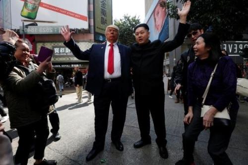 Howard, 37, Australia-Cina yang meniru pemimpin Korea Utara Kim Jong